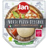 Jan verse pizza deegbol met tomatensaus