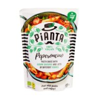 Pianta peperoncino pastasauce with vegan sausage and veggies